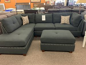 Beautiful Sectional with Ottoman for Sale in Fresno, CA
