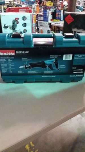 Makita 11 amp reciprocating saw with case for Sale in Phoenix, AZ