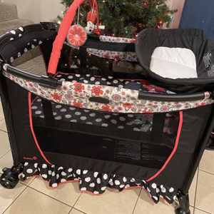 Minnie Mouse Crib/playyard for Sale in Los Angeles, CA