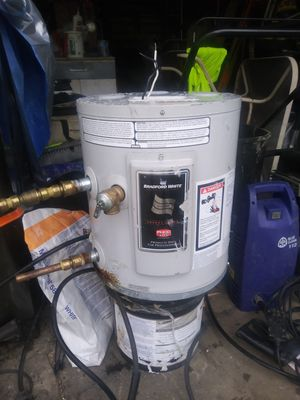 6 gallon. Water heater for Sale in Akron, OH