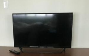 "Element Smart TV 33"" for Sale in Pacifica, CA"