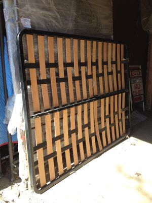 Box spring/wood&strap for Sale in Columbus, OH