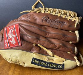 """Rawlings Gold Glove Baseball Mitt 12.75"""" Left Hand Throw for Sale in Snohomish,  WA"""