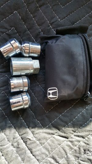 Honda wheel lock nuts and key for Sale in San Diego, CA