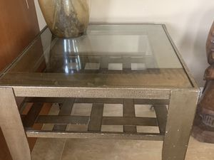 Must go End table for Sale in South Miami, FL
