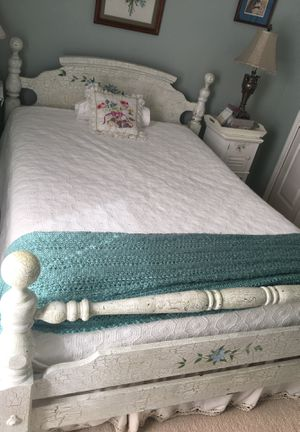 Full d Size distressed farmhouse size bed frame and 2 matching nightstands for Sale in Palm Shores, FL