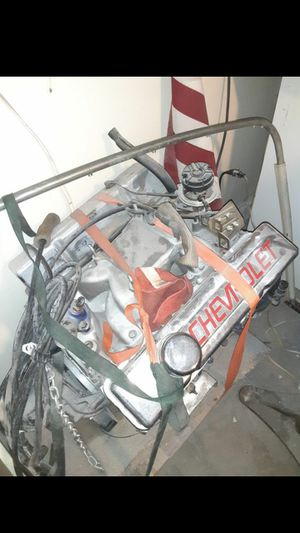 Small block chevy 350 aluminum heads nice motor has aprox 300 miles pulled for ls swap for Sale in North Las Vegas, NV