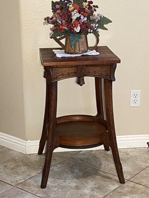 Selling a beautiful accent table, , beautiful detail for Sale in Corona, CA