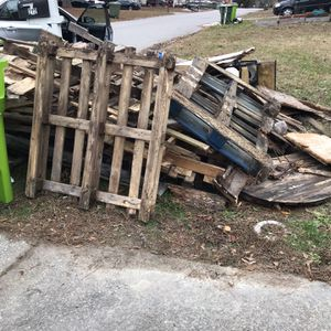 Free Pallets !! for Sale in Columbia, SC