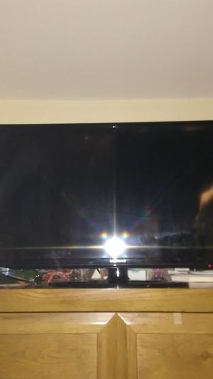 Samsung 32 inch smart TV needs remote use universal origal price new was $510.00 must sell best offer for Sale in Marlborough, MA