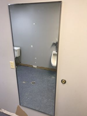 WALL MIRROR 5FT for Sale in Columbus, OH