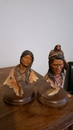 Indian statuettes chiff Great Eyes.and Medicine Woman . The pair are from mill creek studios for Sale in San Angelo, TX