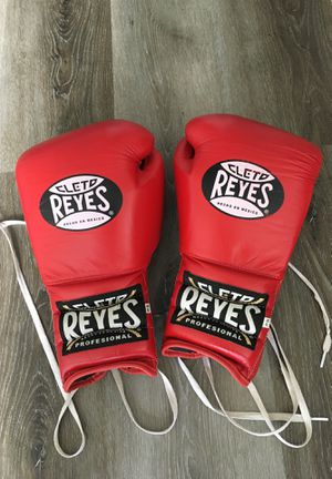 Cleto Reyes Lace Up Boxing Gloves / 16 oz / AUTHENTIC for Sale in Honolulu, HI
