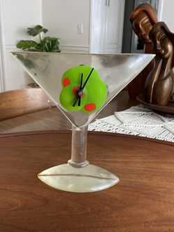 Vintage Barware Lucite Martini Glass Clock for Sale in Westminster,  CA