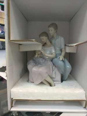 Lladro circle of love figurine for Sale in Orlando, FL