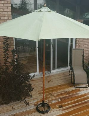 7' umbrella with wrought iron umbrella stand for Sale in Morton Grove, IL