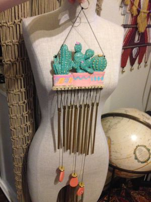 Vintage southwestern cactus cacti 🌵 in clay pot resin decor wind charms wind chimes wall hanging inside / outside decor for Sale in Lakewood, WA