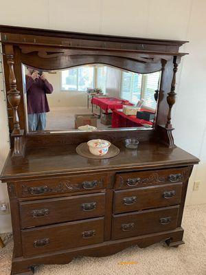 Antique dresser for Sale in Turlock, CA