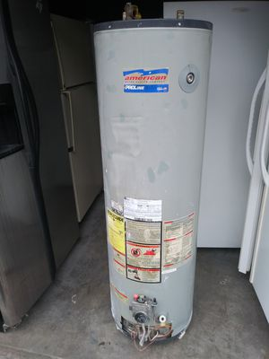 40 gallons capacity water heater in working conditions for Sale in Long Beach, CA