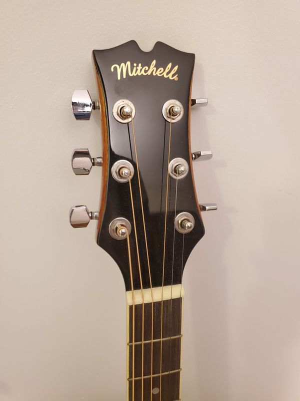 Mitchell MD100 Acoustic Guitar + Free Metal Capo
