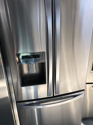Kenmore elite 33in amazing condition works perfect extremely clean for Sale in Bell Gardens, CA
