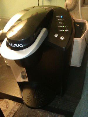 KEURIG COFFEE MAKER ...LIKE NEW SELLING CHEAP!! for Sale in San Antonio, TX