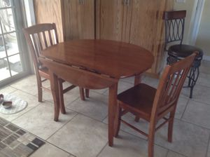 Dining table and 2 chairs for Sale in Lake Alfred, FL