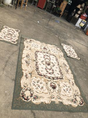 5/7 ft 2/3 ft 3 pice rug set in new condition woolen for Sale in Montgomery, AL