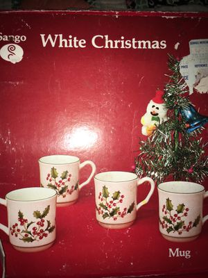 SAngo vintage White Christmas Hollyberry set up four 4 mugs new in box for Sale in Snellville, GA