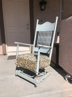 French Country Coffee Table/Chair for Sale in North Las Vegas, NV