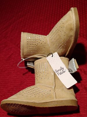 Girls beige sparkle snow boots size 1 brand new w tags $10 .00 obo for Sale in Sacramento, CA