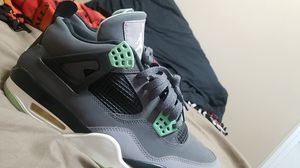 Jordan 4 green glow size 10 for Sale in Council Bluffs, IA