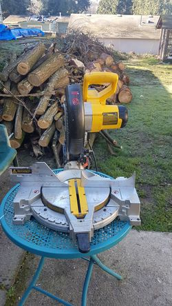 """Dewalt chop saw, 10"""" blade,in good condition and works great. for Sale in Federal Way,  WA"""