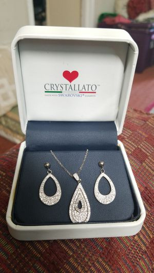 SPARKLY SWAROVSKI CRYSTAL WITH STERLING SILVER NECKLACE SET for Sale in VA, US