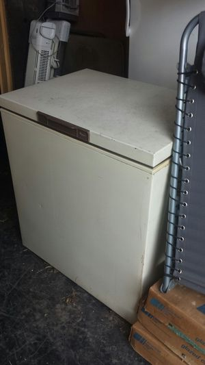 Medium size deep freezer for Sale in Cleveland, OH