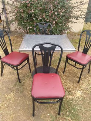 Table and 4 chairs in good conditions for Sale in San Diego, CA