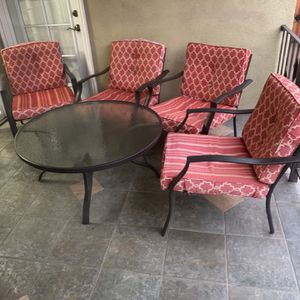 Patio Set W/ Chairs for Sale in Burbank, CA