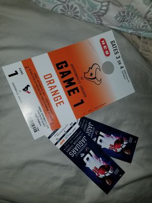 2 tickets and parking pass to Texan's game today for Sale in Katy, TX