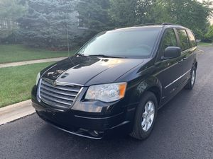 2009 Chrysler Town & Country Minivan for Sale in Naperville, IL