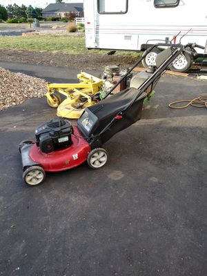 BRIGGS AND STRATTON LAWN MOWER. for Sale in Henderson, CO
