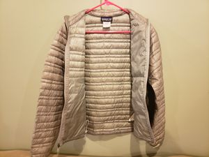 Women Patagonia brand puffer jacket/coat Size Small for Sale in Burbank, IL