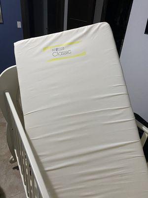 Crib and dresser set for Sale in Fort Lauderdale, FL