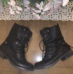 Women's Faux Fur Combat Boots Size 9 for Sale in Stroudsburg,  PA