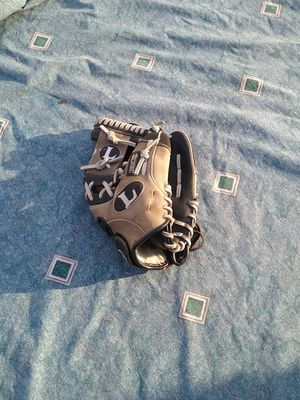 Louisville slugger baseball glove for Sale in West Covina, CA