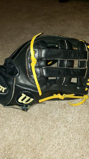 Wilson A2000 12 Inch DW5 Baseball glove for Sale in Riverside, CA