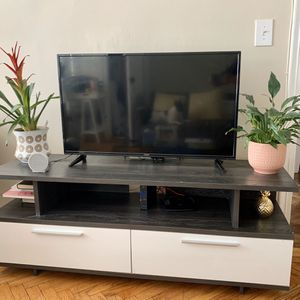 Beautiful TV Stand With Storage $100 for Sale in Brooklyn, NY