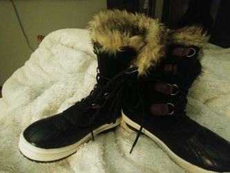 Snow Boots Size 3 for Sale in Beaverton,  OR