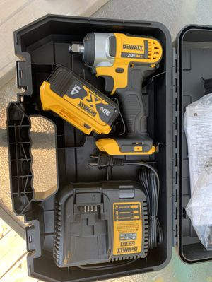 1/2 IMPACT WRENCH WITH BATTERY, CHARGER AND CASE for Sale in Grand Prairie, TX