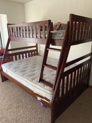 Full, twin bunk bed for Sale in Yuba City, CA