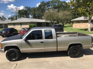 1999 Chevy Silverado 4x4 with a 5.7 liter for Sale in Baton Rouge, LA